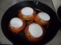 チーズをのせ、蓋をして5分焼く