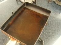 フライパンに水とめんつゆを入れて加熱する