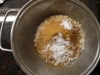 粉類を合わせてふるう