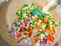 みじん切りにした野菜を加える