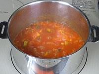 ご飯を加え、塩と胡椒で味を調える