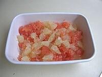 グレープフルーツの果肉をほぐす