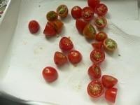 トマトに塩をふって、干す