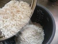 30分前にといでおいた米を釜にあける