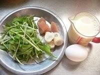 鶏肉は1cm角、水菜は5cmに切る