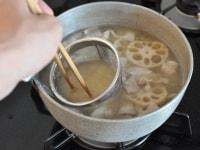 味噌を溶き入れる