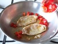 トマトを加える。