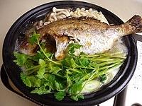 野菜、鯛を入れて、最後にセリと生姜汁を加える