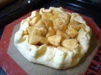 りんごを包んで、オーブンで焼く