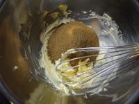 バターと黒糖を合わせる