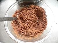溶かしバターと混ぜ合わせる