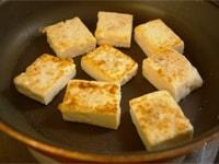 豆腐を焼く