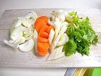 野菜はそれぞれうす切りにする