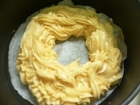 ドーナツ状に丸く高く絞る