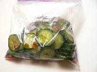 あら熱が取れたら密閉袋に入れて冷蔵庫