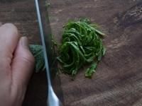 大葉を切る