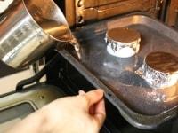160度のオーブンで30分湯せん焼きする。