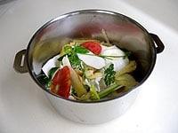 鍋の半分位まで野菜を入れる
