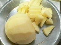 りんごは半分具にして半分すりおろす