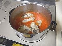 牡蠣を加えさっと火が通ったら火を止める。醤油で味を調える