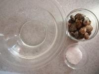 塩を混ぜ合わせる。