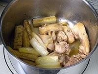 落し蓋を外し、煮汁少なくなるまで煮詰める