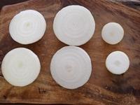 新玉ねぎのオニオンスライスの作り方