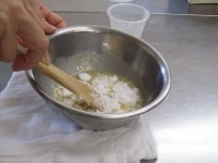 上白糖を加える