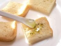 パンを切って軽く焼き、(2)をぬってもう一度焼く