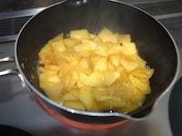 りんごを加熱する