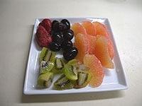 フルーツはそれぞれ食べやすい大きさに切る