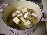 チーズを加え、蓋をして5分ほど煮る
