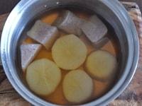 蒸した大根で煮物を作る