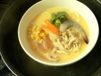 鍋に湯を沸かし、(4)を入れる
