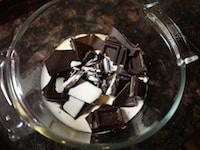 生クリームとチョコレートを溶かす