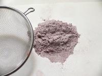 薄力粉とココアを2~3回ふるう
