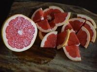 グレープフルーツを切る