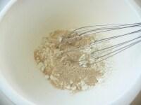 粉類を混ぜる