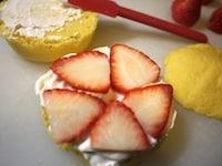 ケーキをデコレーションする