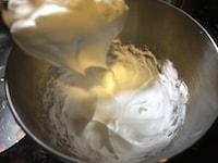 卵白でメレンゲを作る