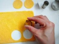 薄焼き卵を丸型に抜く