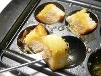 パンで残ったオイルを吸い取って