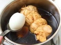 半熟ゆで卵を加える