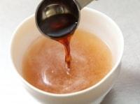 器に【B】を順に混ぜ合わせ、つけ汁を作る