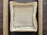 溶けるチーズを重ねる