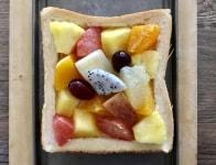 フルーツを盛り付け、焼く