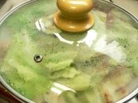 蓋をして5分ほど蒸し煮にする