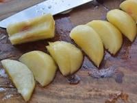 桃の皮を剥いてから切る方法3
