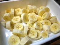 バナナを輪切りにして冷凍する