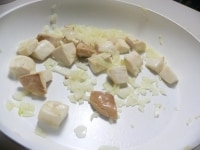 たまねぎとエリンギをバターで炒めて下味をつける